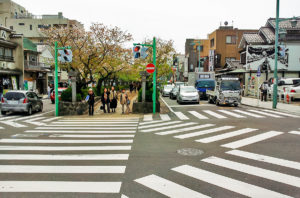 Picture of an intersection with pedestrian crosswalks to illustrate the possibilities of exchange within the topics.